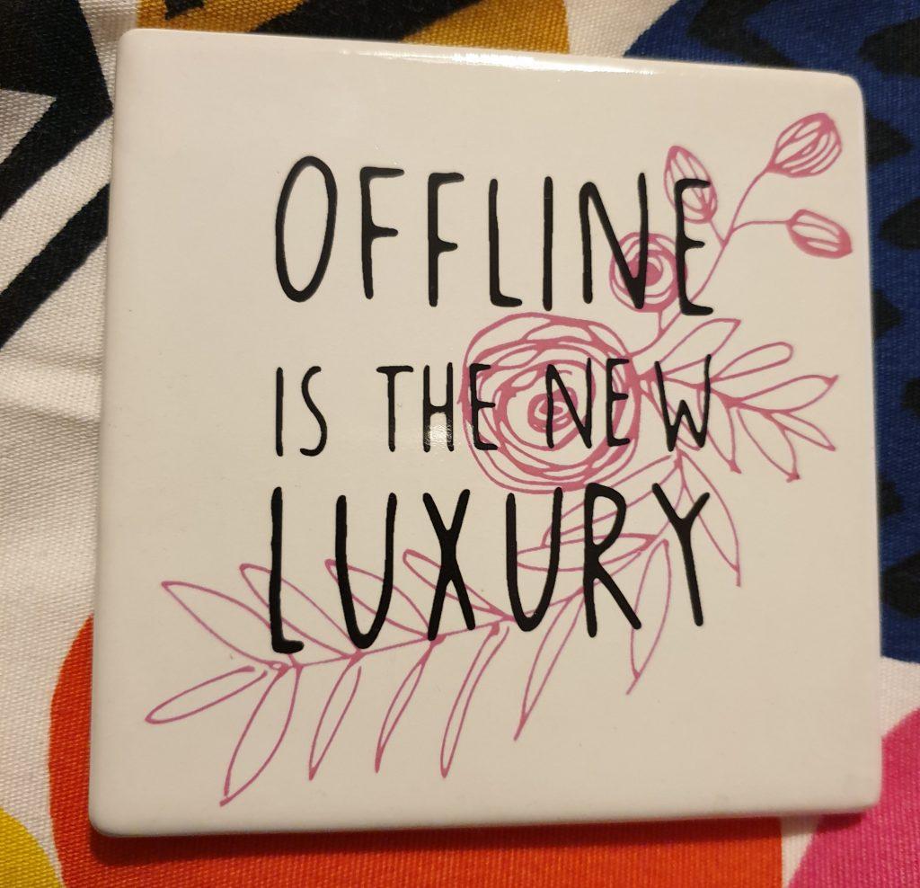 tegeltje met tekst offline is the new luxury